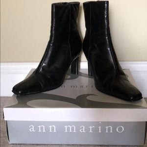 Ann Marino Black Leather Ankle Booties. Size 7.5